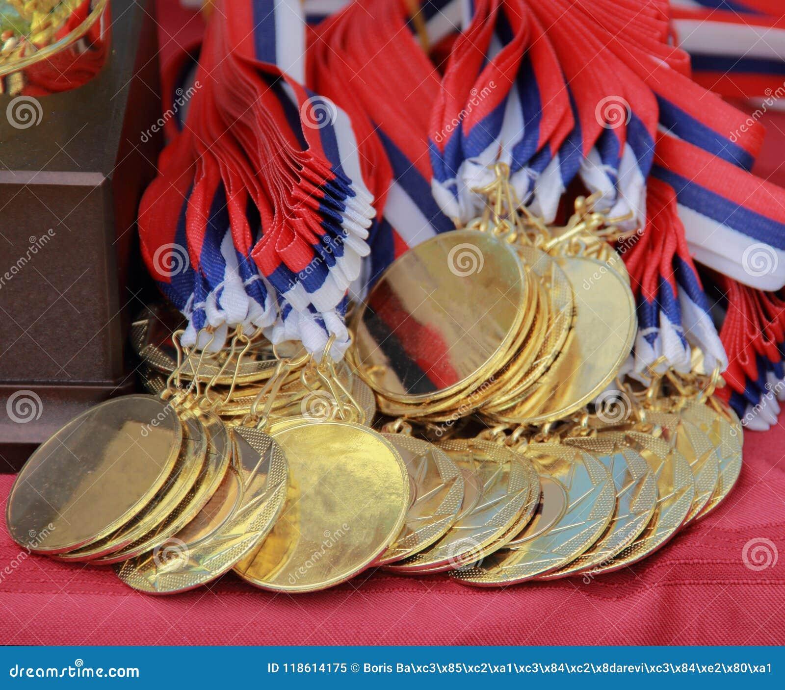 Der Abschluss oben von Hundegoldenen Medaillen