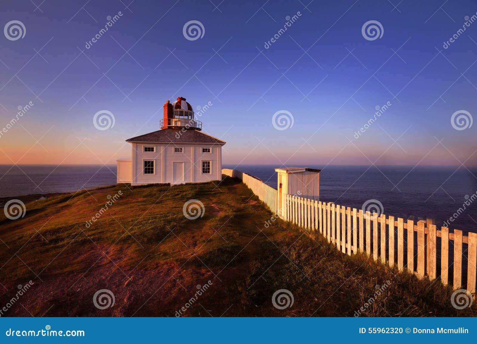 Der alte Leuchtturm an der Kap-Stange, Neufundland bei Sonnenuntergang