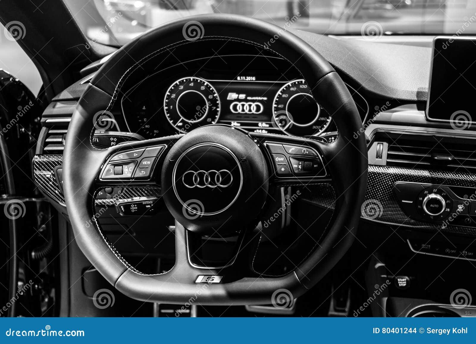Der Armaturenbrett Des Kompakten Exekutivautos Audi S5 Sportback 3 ... | {Armaturenbrett 88}