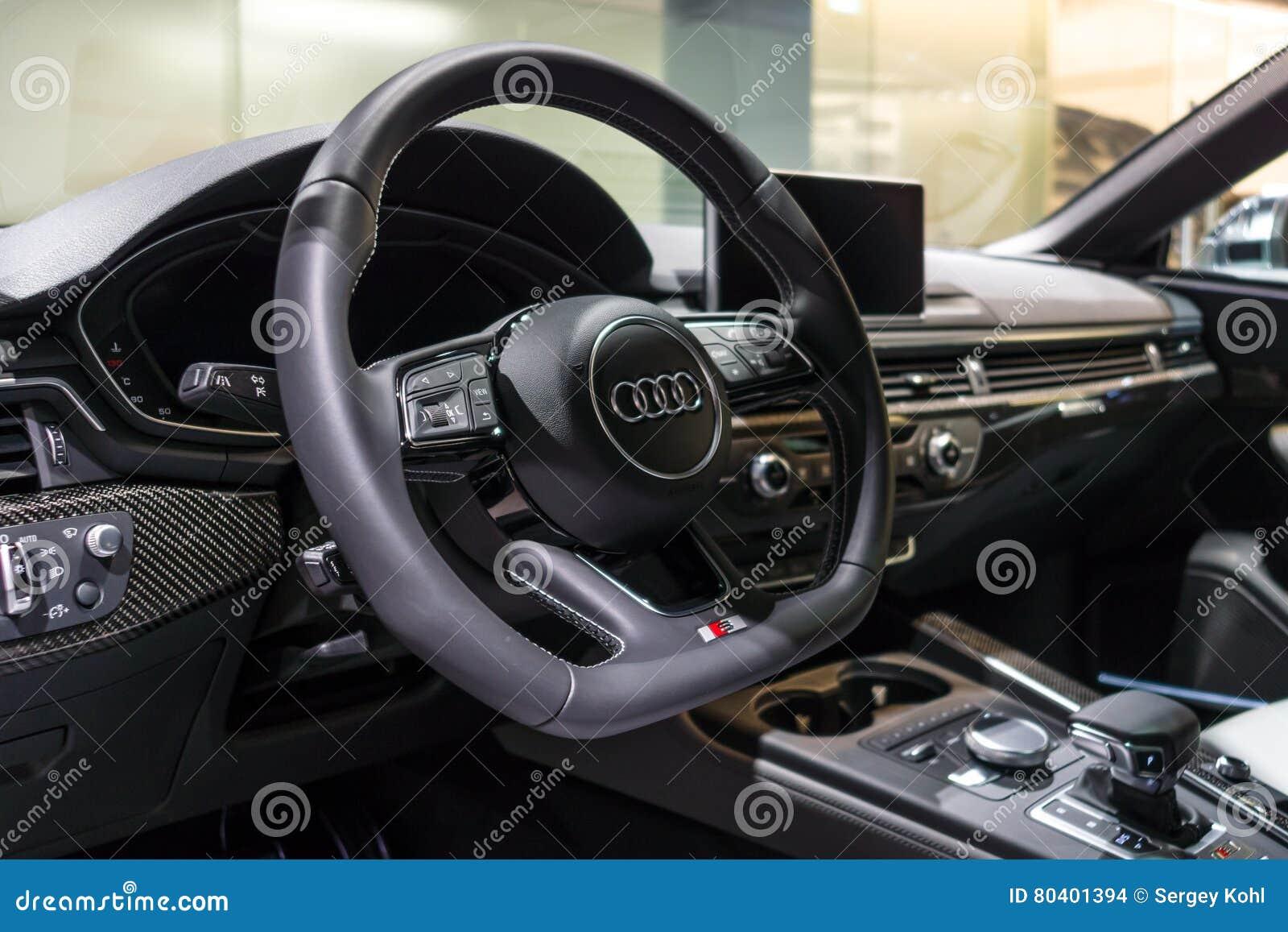 Armaturenbrett audi  Der Armaturenbrett Des Kompakten Exekutivautos Audi S5 Sportback 3 0 ...