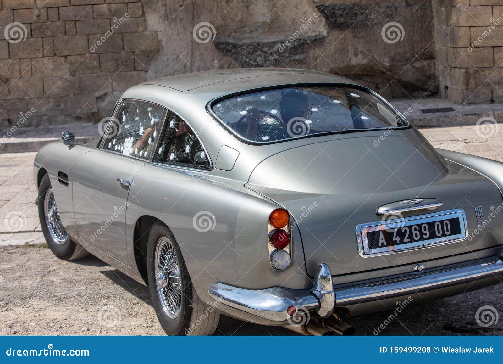 Der Aston Martin Db5 Benutzte Den Satz Des Neuesten James Bond Films No Time To Die In Matera Redaktionelles Stockfoto Bild Von Automobil Luxus 159499208