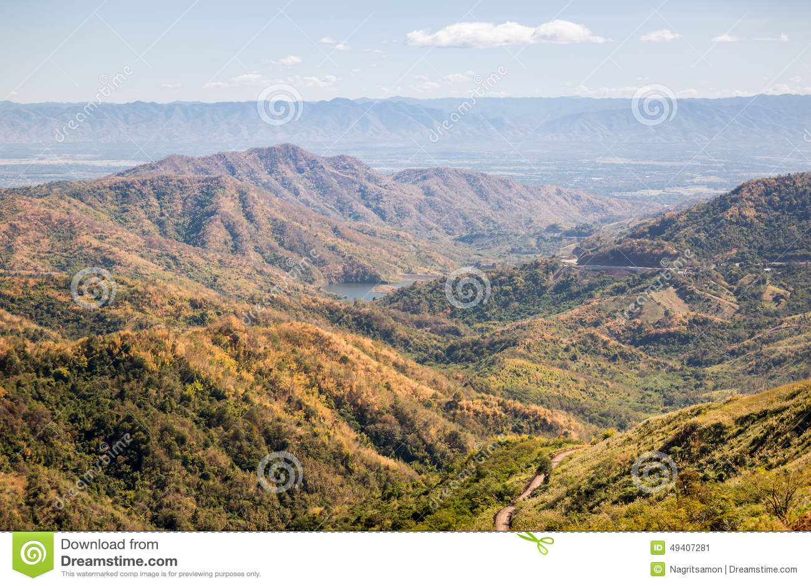 Download Der Berg Im Herbst Mit Buntem Wald Stockbild - Bild von blatt, hintergrund: 49407281