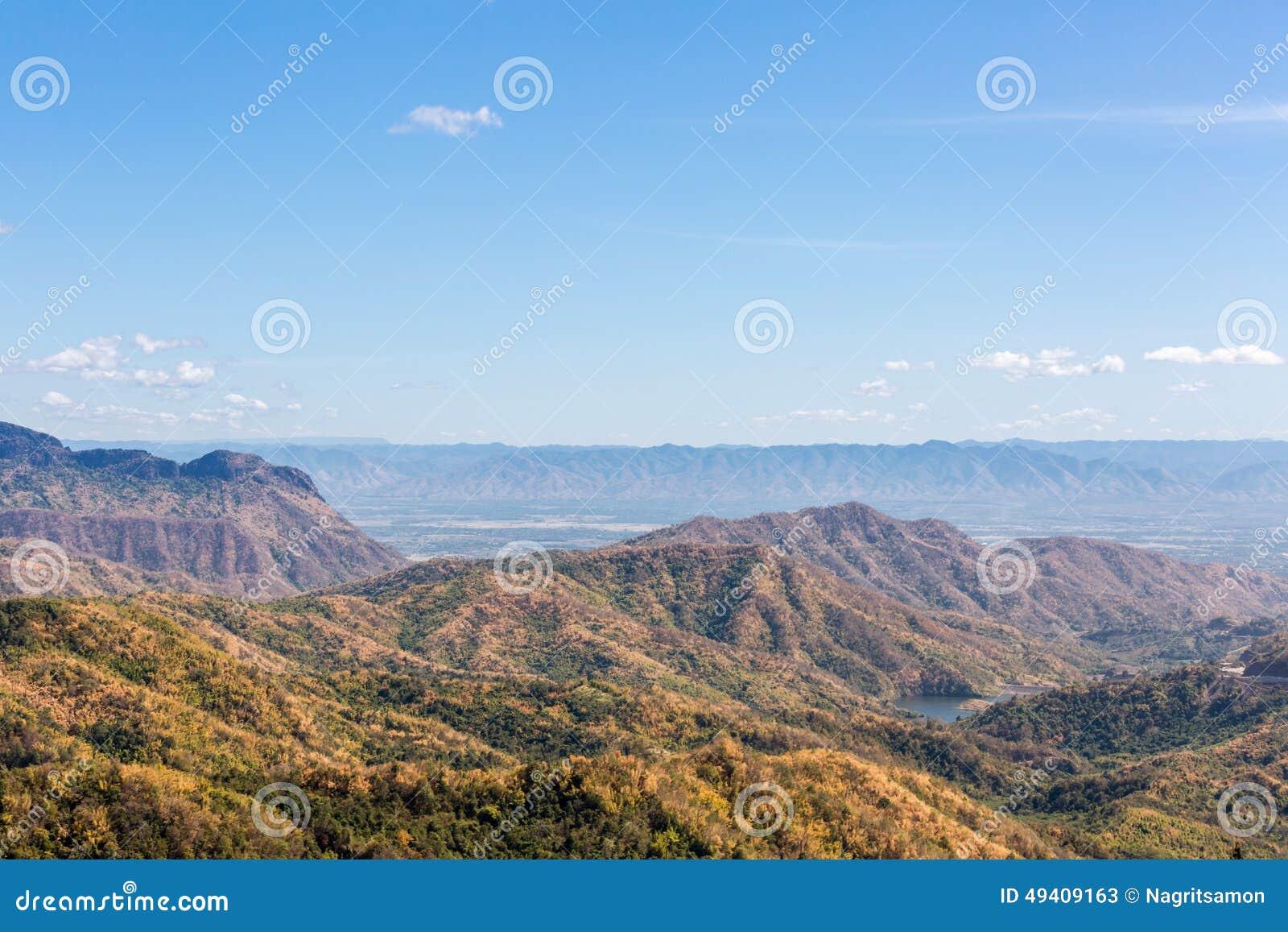 Download Der Berg Im Herbst Mit Buntem Wald Stockbild - Bild von leuchte, hintergrund: 49409163