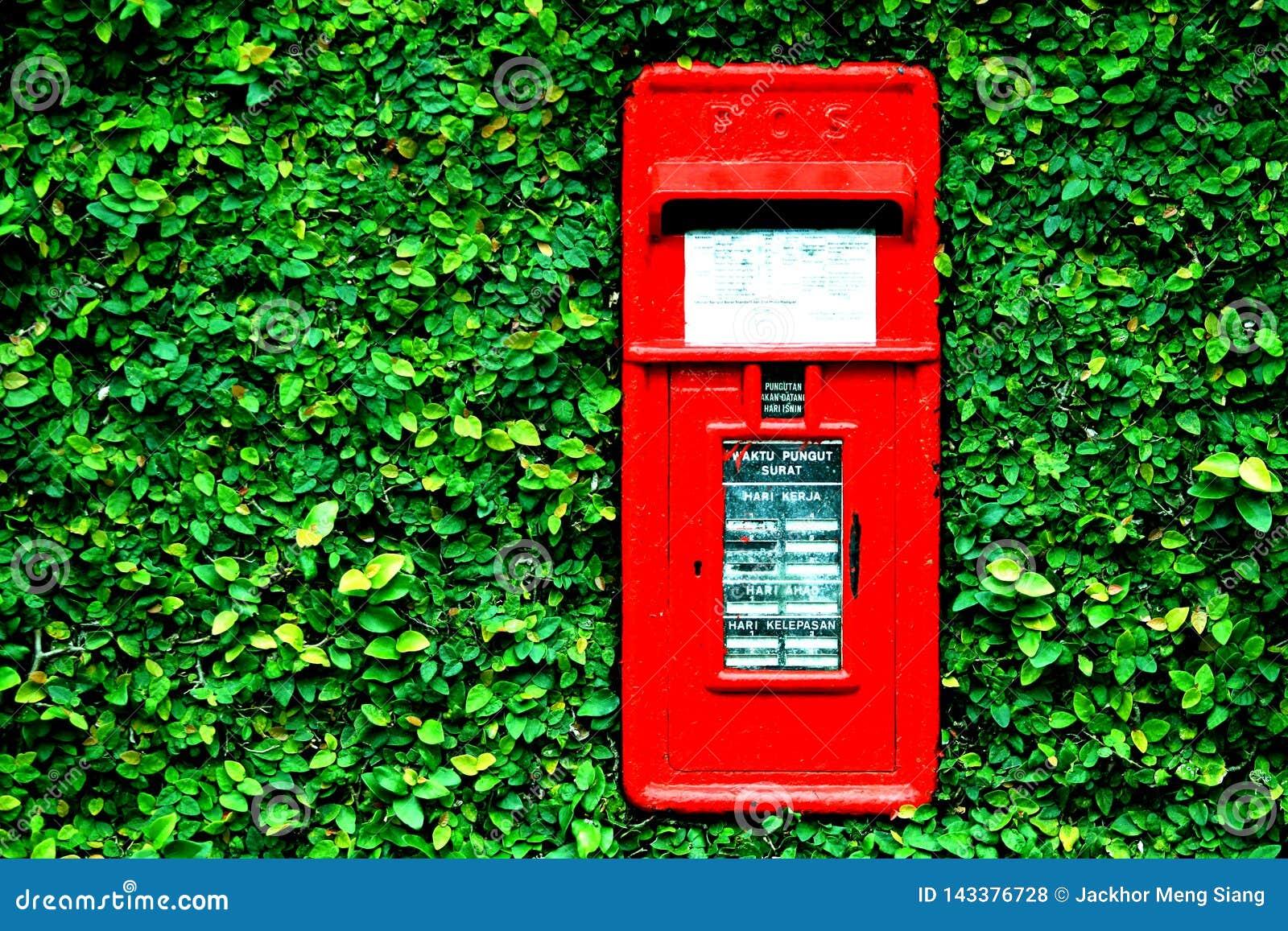 Der Briefkasten am grünen Tor