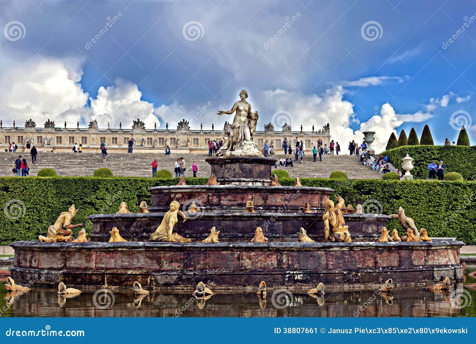 Der Brunnen Von Latona In Paris Redaktionelles Foto - Bild: 38807661