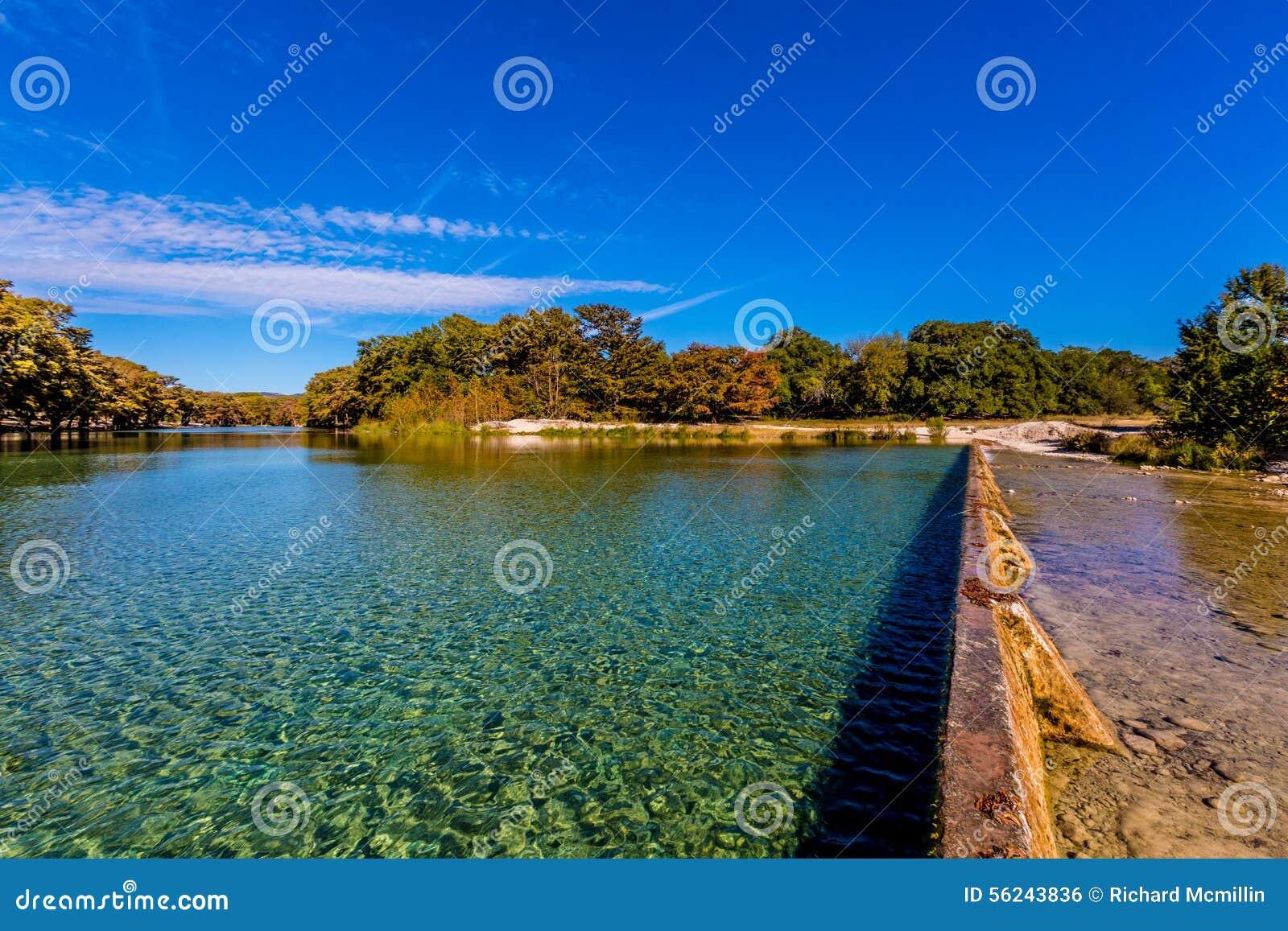Der Crystal Clear Frio River Swimming-Bereich bei Garner State Park