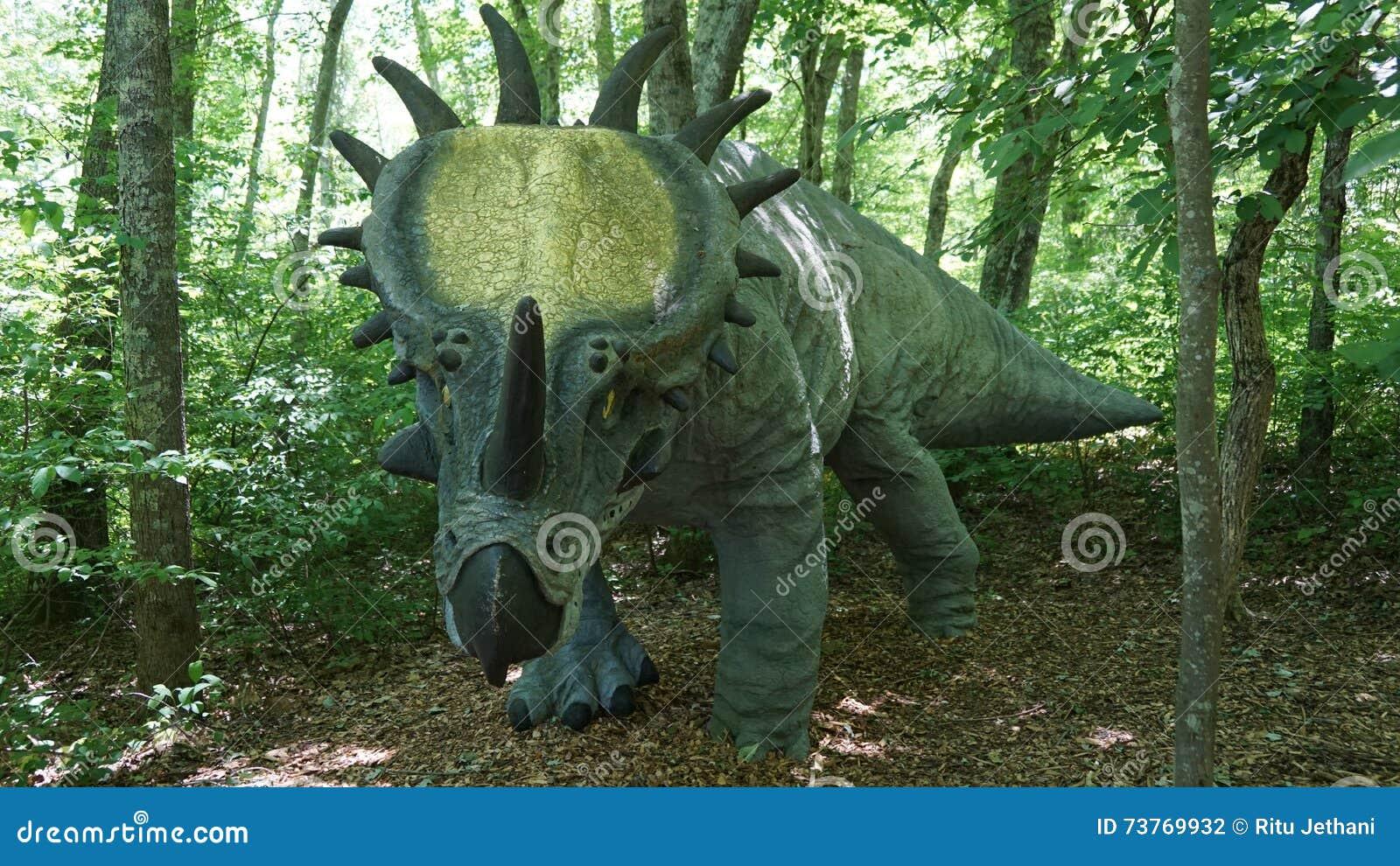 Der Dinosaurier-Platz bei Art Village der Natur in Montville, Connecticut