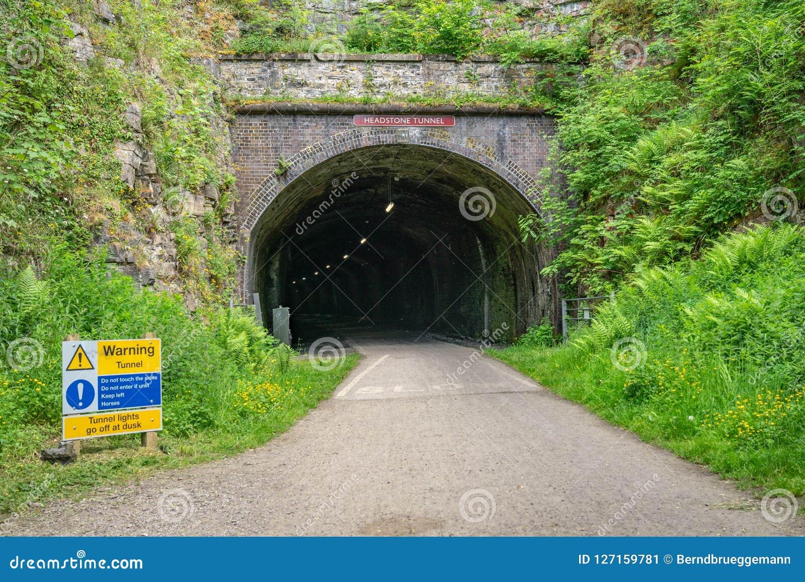 Der Eingang zum Grundstein-Tunnel, Derbyshire, England, Großbritannien