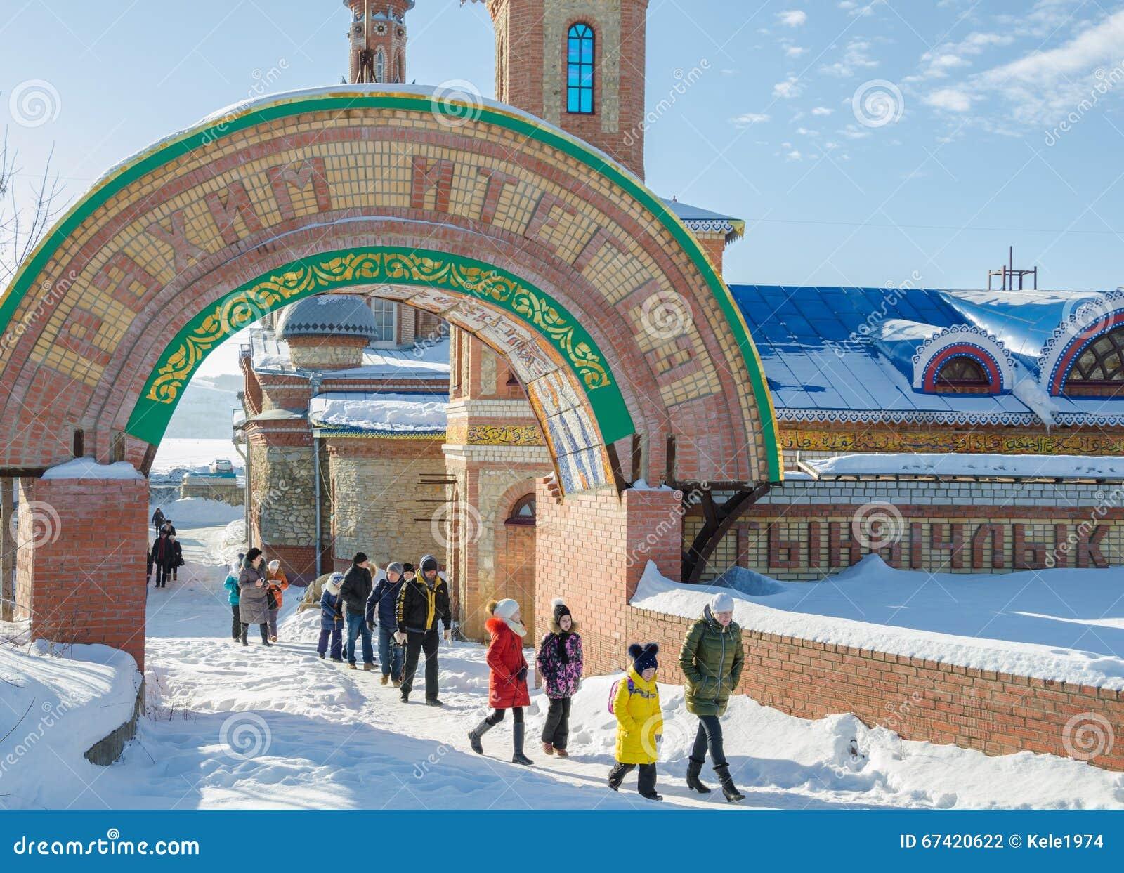 Der Eingangsbogen zum Tempel aller Religionen