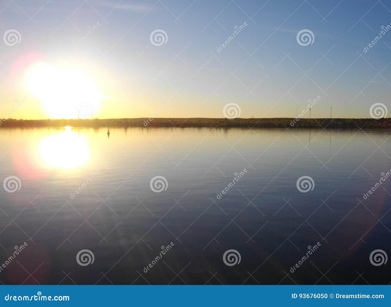 Der Fluss Kama perm Fast Sonnenuntergang