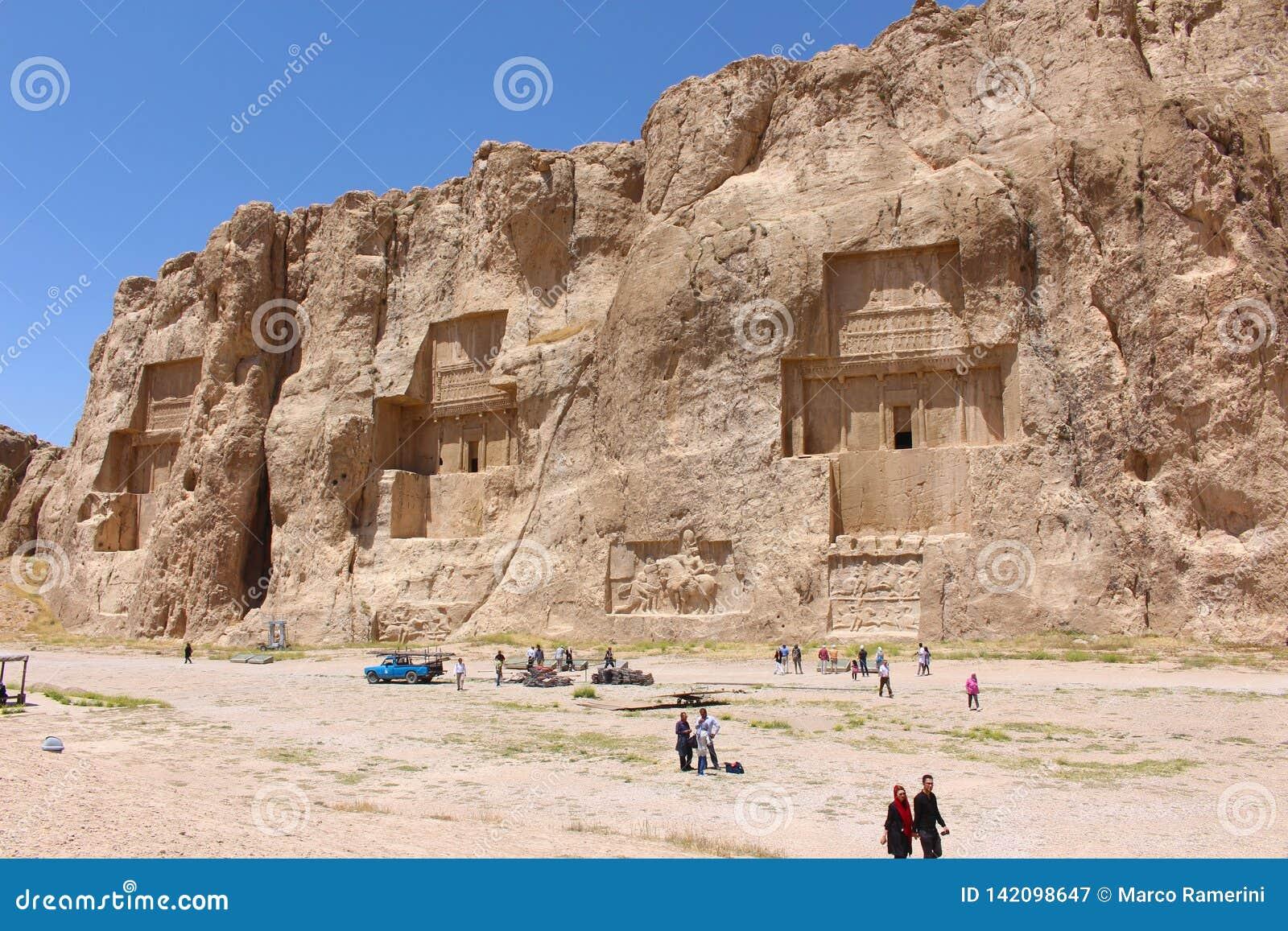 Der Friedhof der Achaemeniddynastie, wenn die großen Gräber hoch in die Klippenwand geschnitten sind