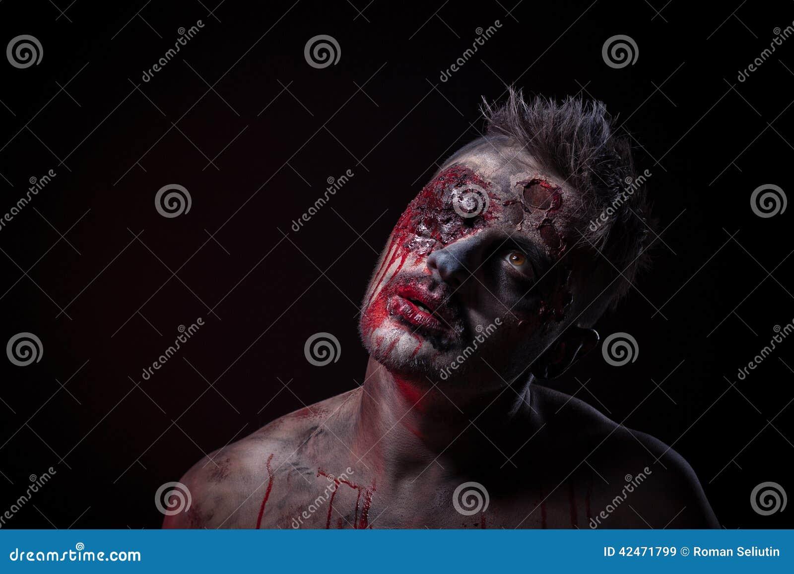 Der furchtsame Zombie liegt im Studio
