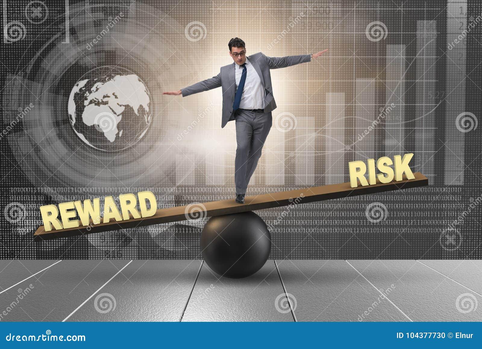 Der Geschäftsmann, der zwischen Belohnung und Risikogeschäftskonzept balanciert
