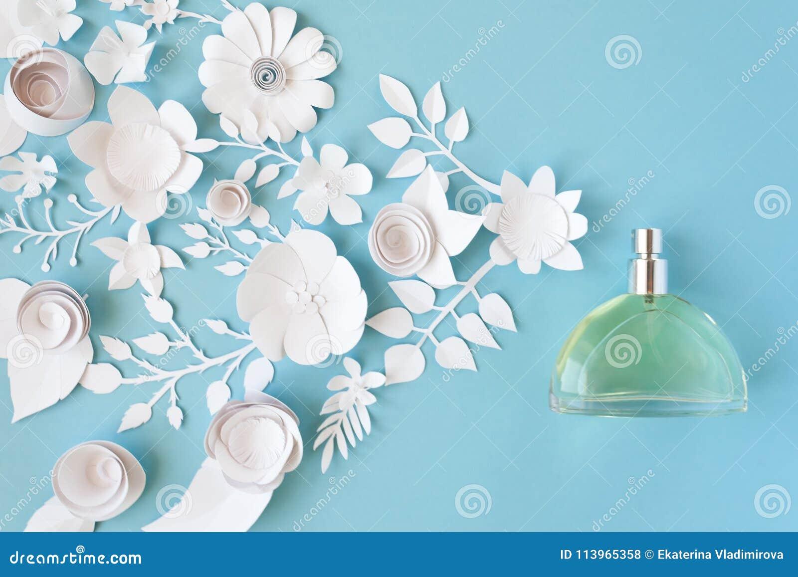 Der glückliche Tag der Mutter! Kartenkonzept Blumen, Duft, Parfüm