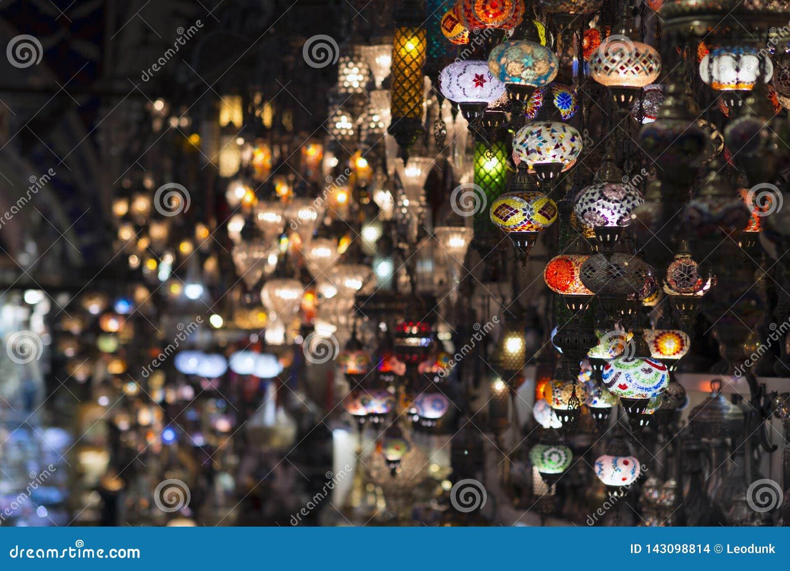 Der großartige Basar, einer des ältesten Einkaufszentrums in der Geschichte Dieser Markt ist in Istanbul, die Türkei