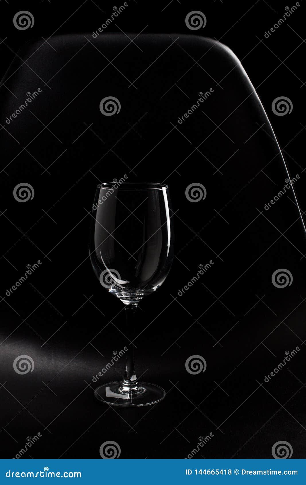 Der Höhepunkt des leeren Weinglases lokalisiert