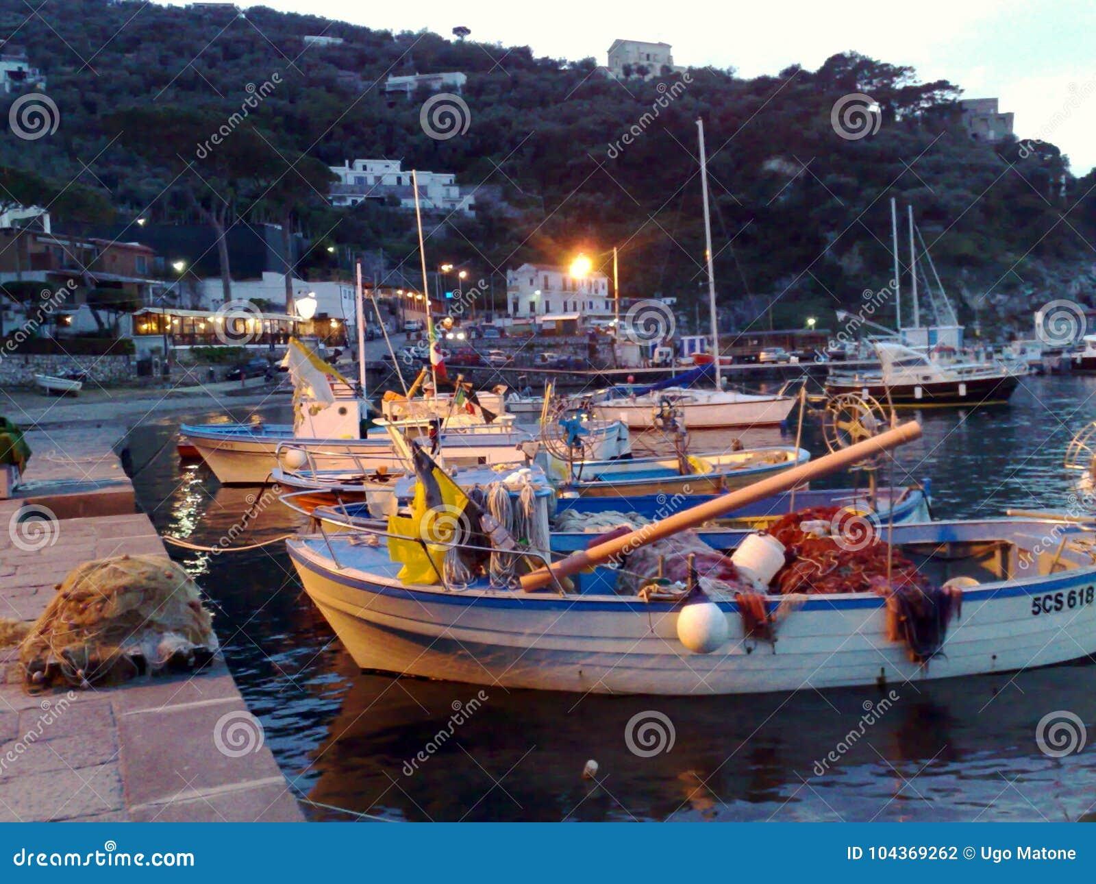 Der Hafen von Massalubrense