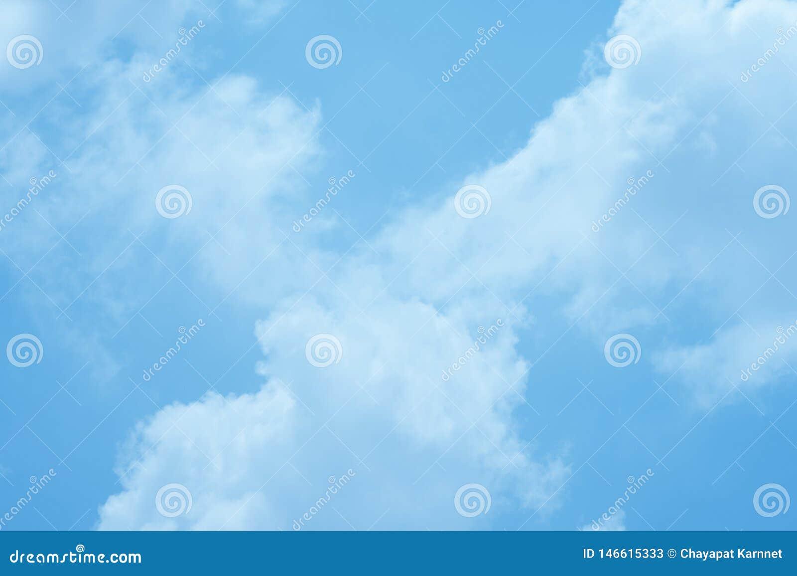Der Himmel an einem vollen Tag