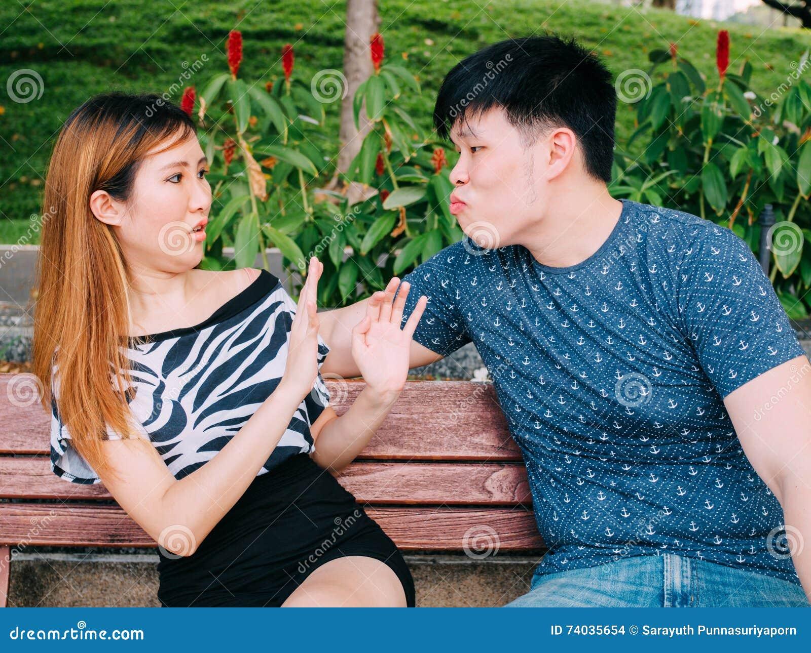 Dating ein asiatischer Kerl Beratung Online-Dating-Mädchen in Bangalore