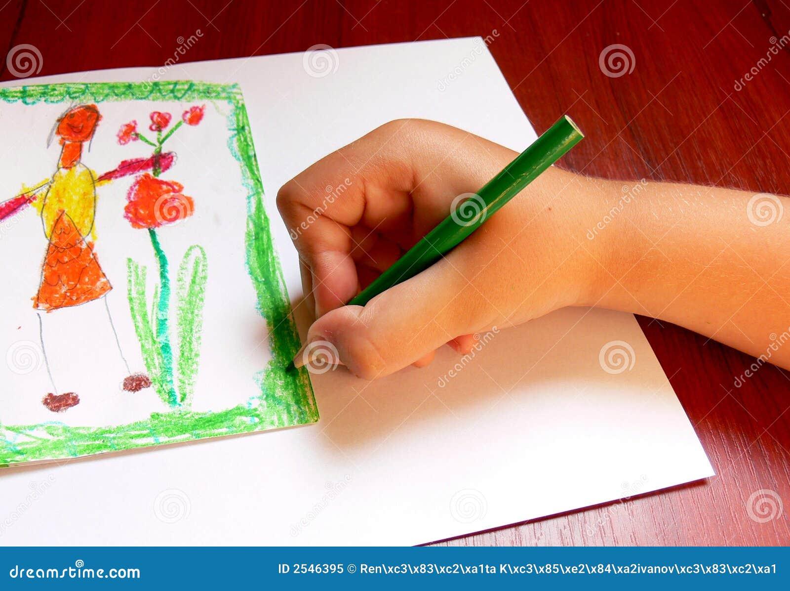 Der Junge zeichnet eine Abbildung