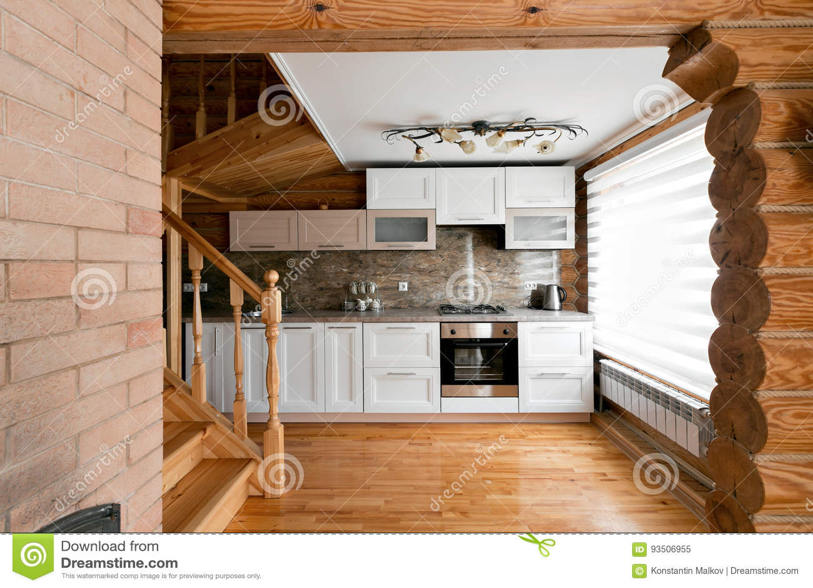Der Küchenraum In Einem Rustikalen Blockhaus, In Den Bergen Mit ...