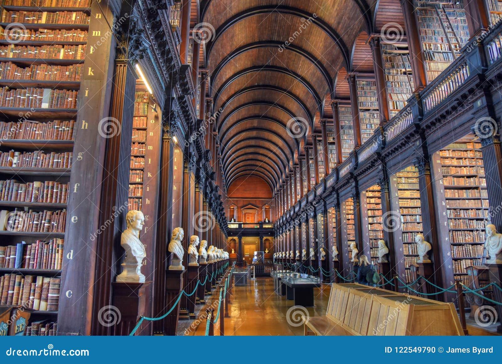 Der lange Raum in der alten Bibliothek am Dreiheits-College Dublin