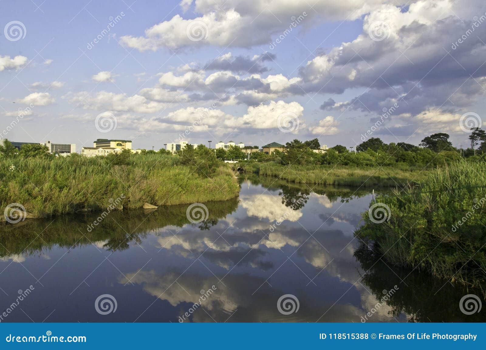 Der Lynhhaven-Einlass ist eine Gezeiten- Mündung, die in der Stadt von Virginia Beach, Virgi gelegen ist