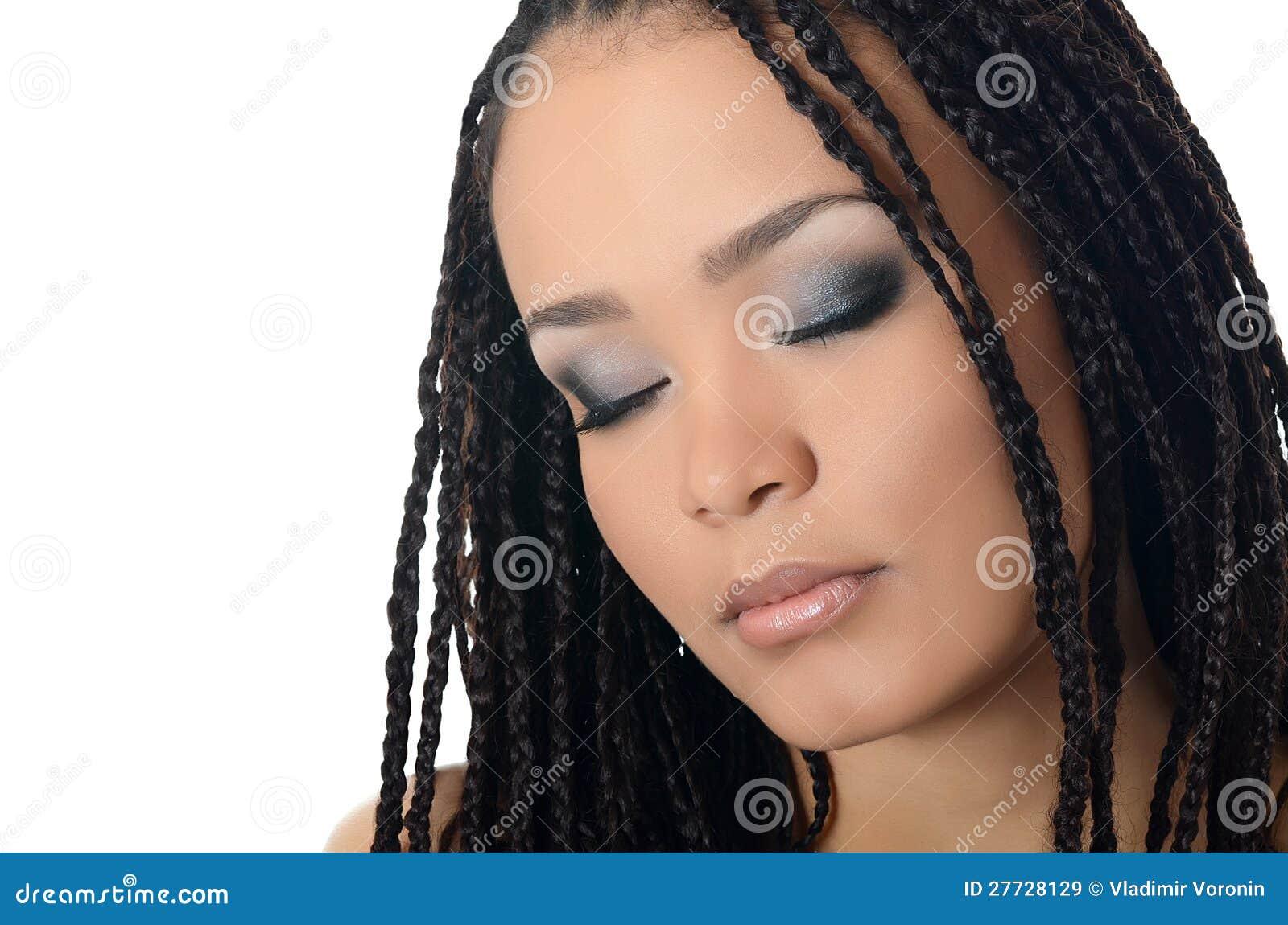 Der Mädchenmulatte mit einem schönen Make-up