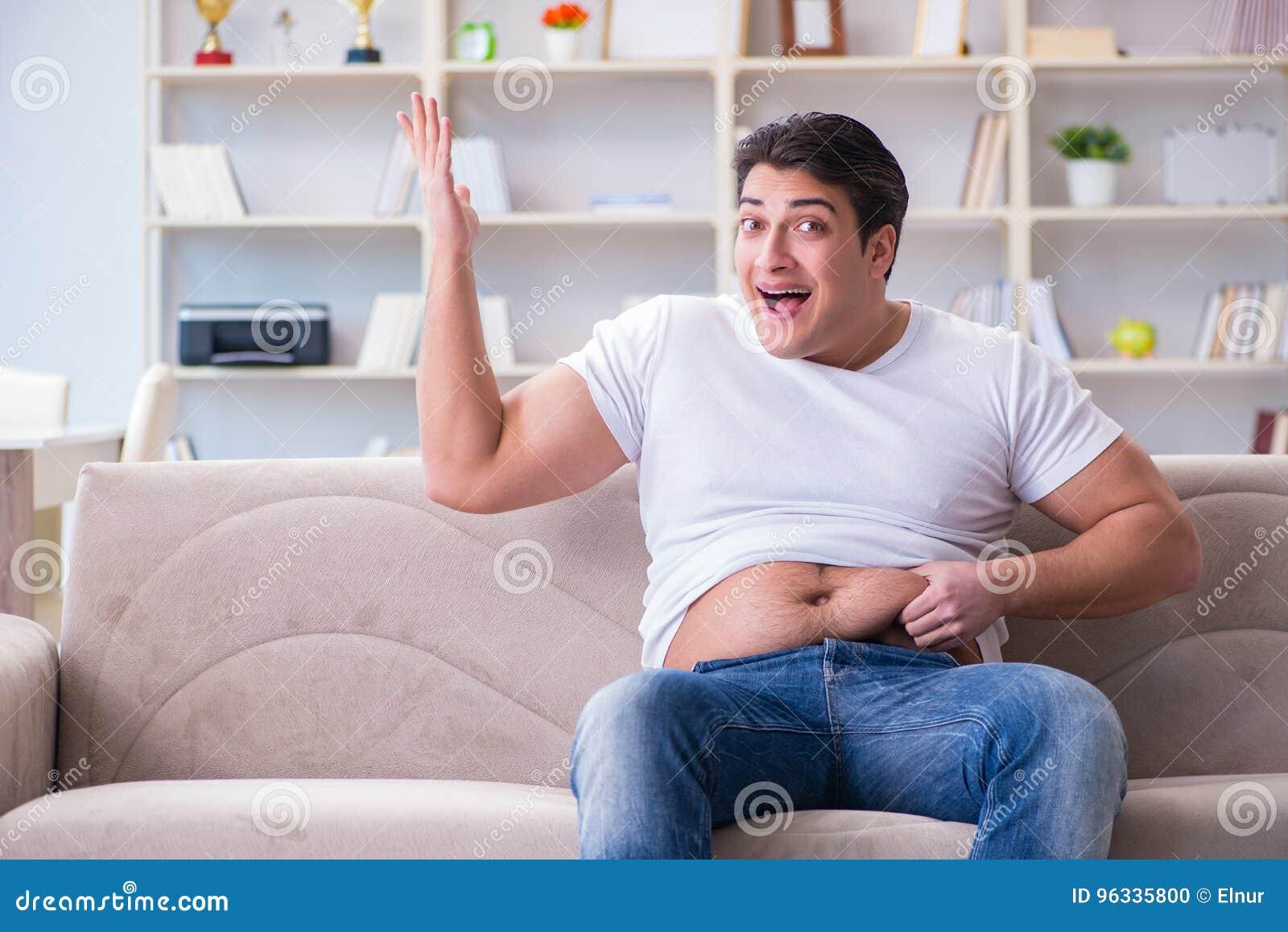Der Mann, der unter Extragewicht im Diätkonzept leidet
