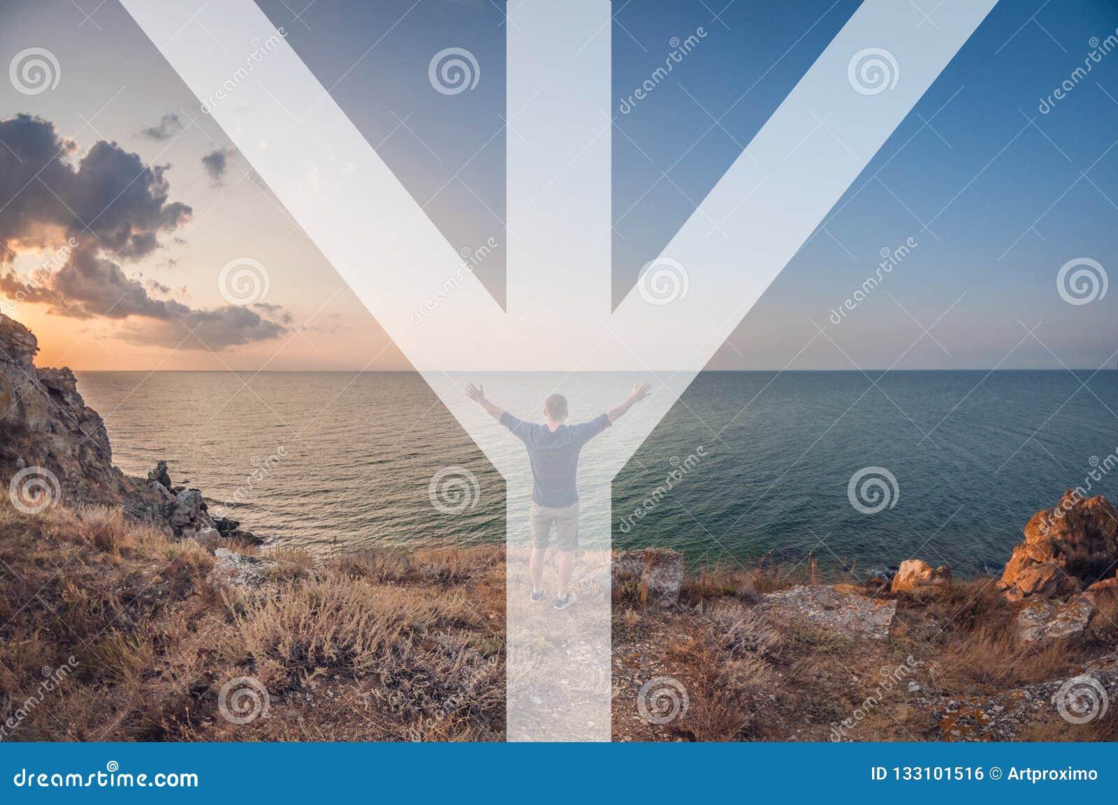 Der Mann symbolisiert die Rune von mannaz, der Mann sitzt auf dem Strand, Erstpersonenansicht, Türspionsverzerrung