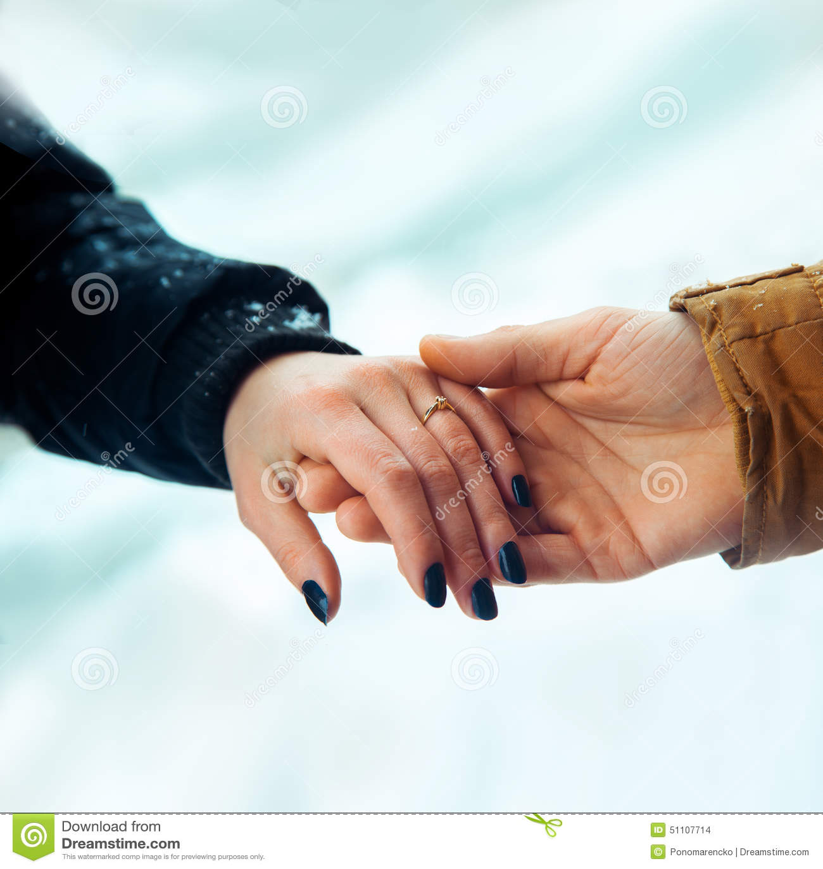 Paar trifft sich zum ersten Mal nach Dating lange Distanz seit 5 Jahren