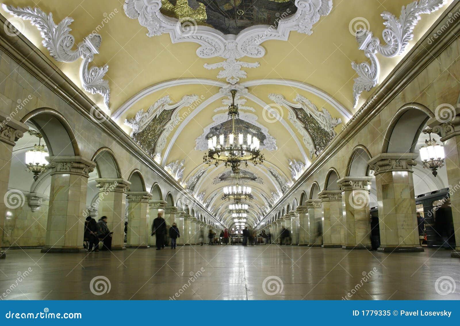 Der meiste schöne Untergrundbahninnenraum