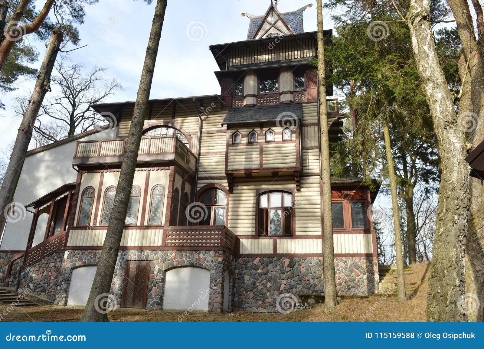 In der Mitte der Stadt ist ein schönes altes Haus