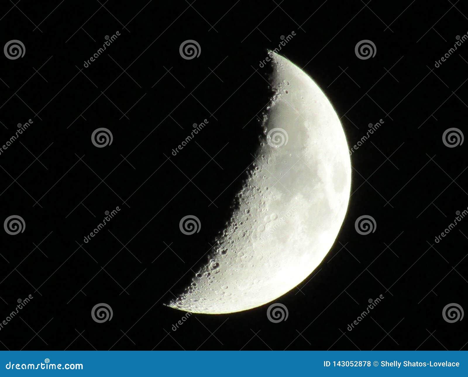 Der Mond? in einer bew?lkten Nacht