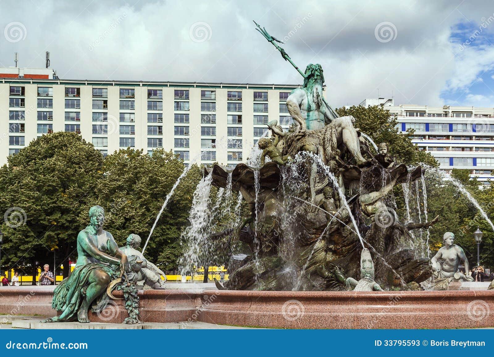 Superb Der Neptun Brunnen In Berlin, Deutschland. Auslegung, Abbildung.