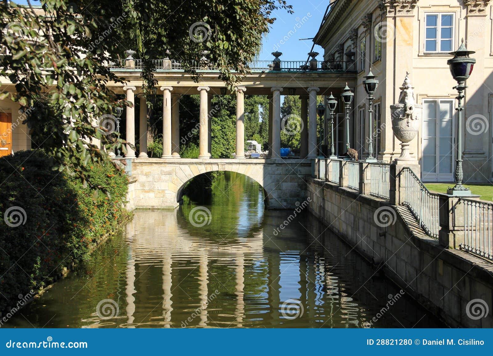 Der Palast auf dem Wasser oder dem Lazienki Palast. Warschau. Polen.