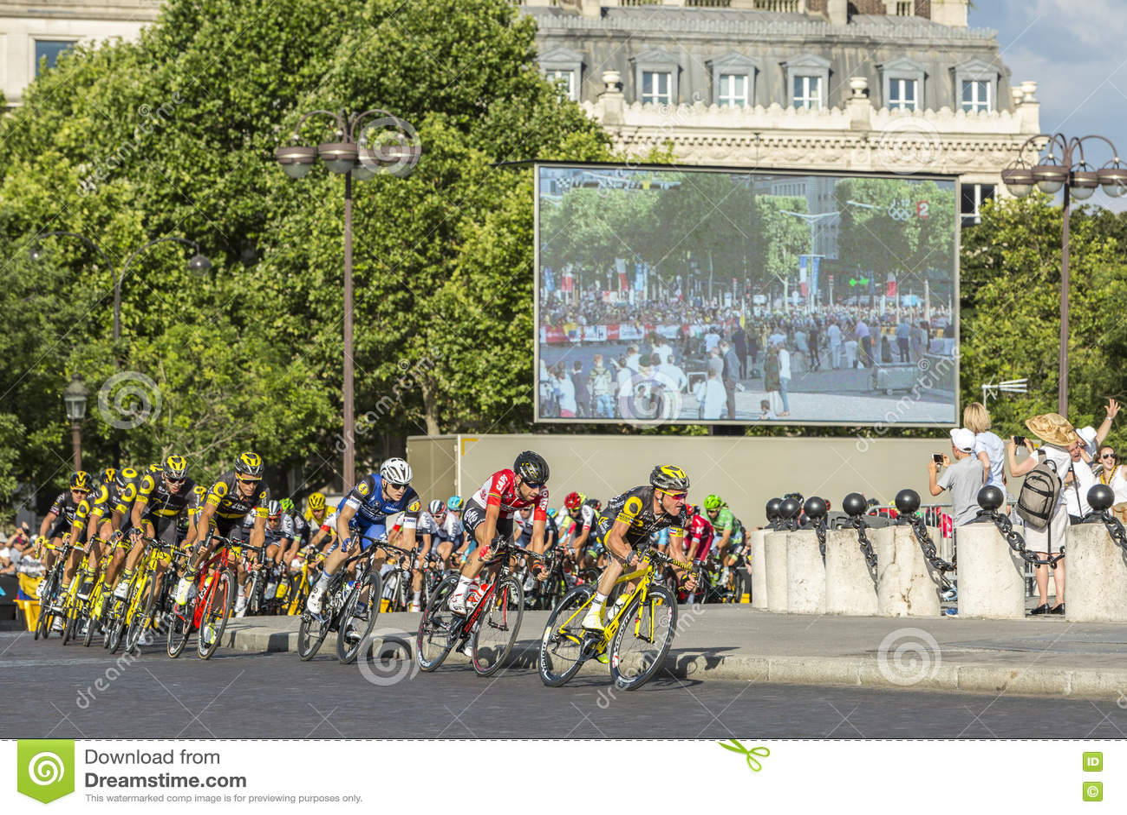 Der Peloton in Paris - Tour de France 2016