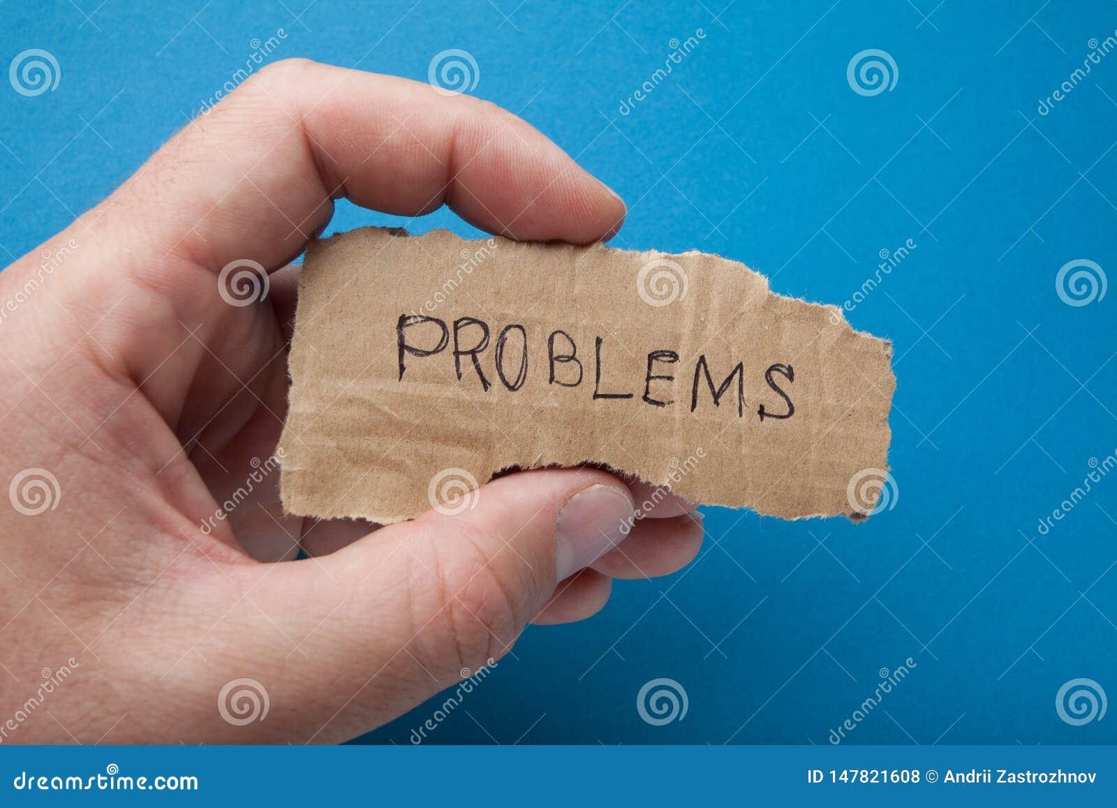 Der Probleme des Wortes 'auf einem Stück Pappe in der Hand