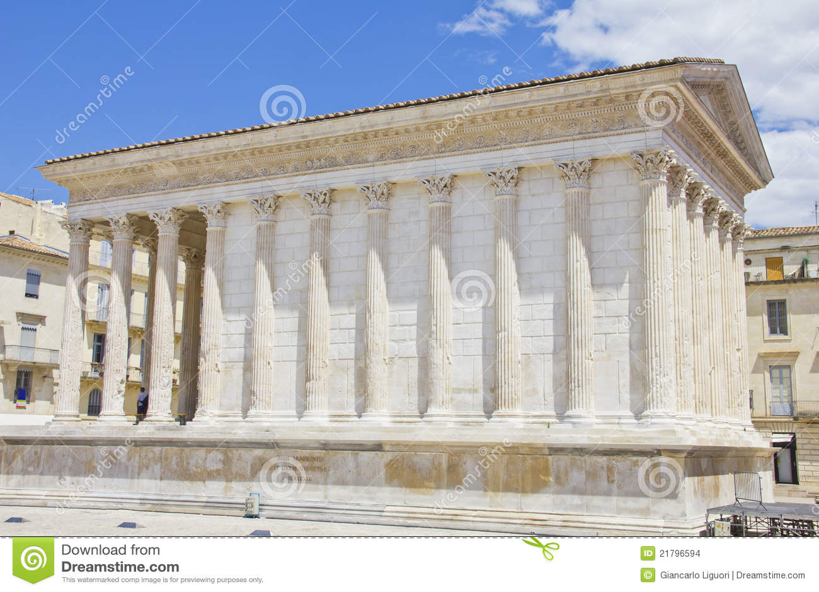 Der r mische tempel maison carree in nimes stockbilder for Maison de la literie nimes