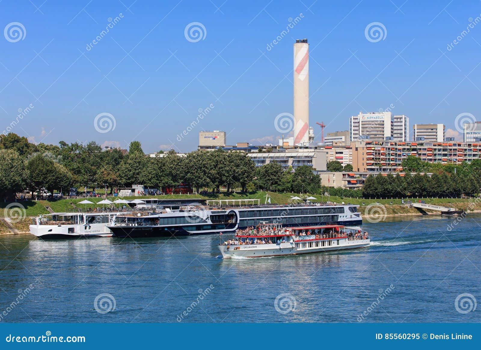 Der Rhein in der Stadt von Basel