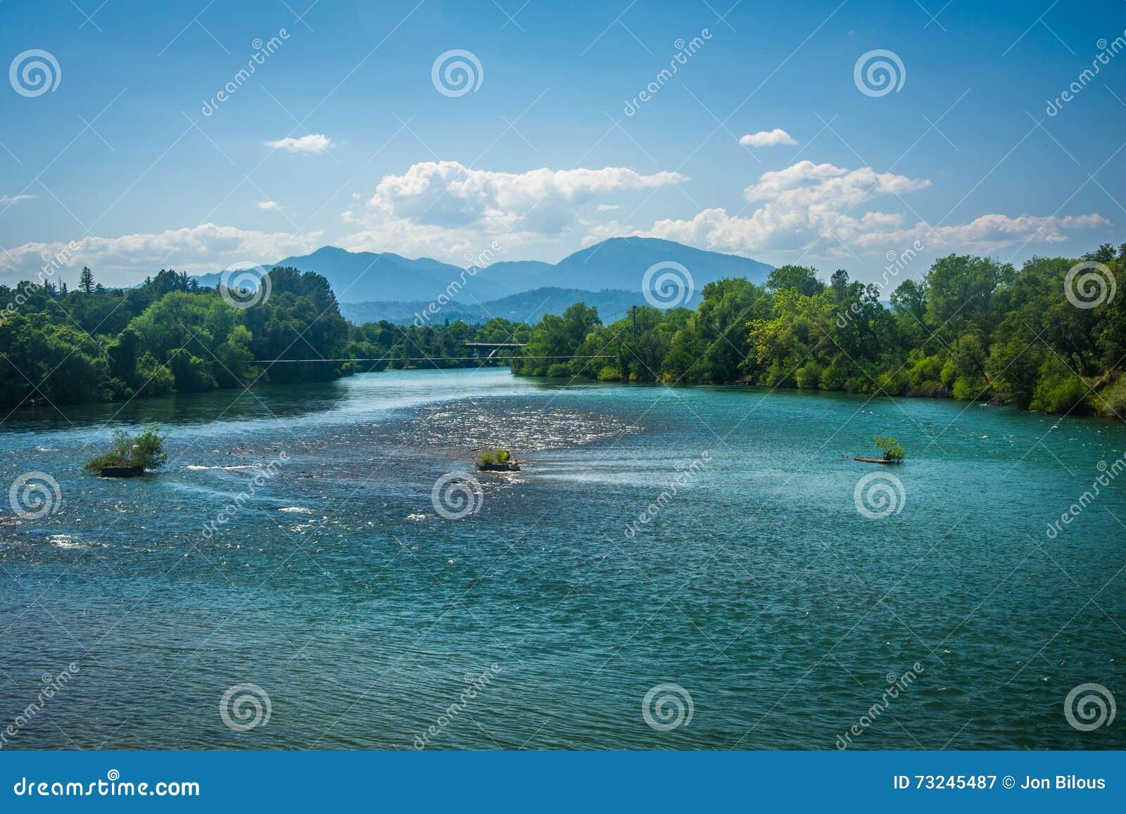 Der Sacramento River Gesehen In Redding Kalifornien Stockbild