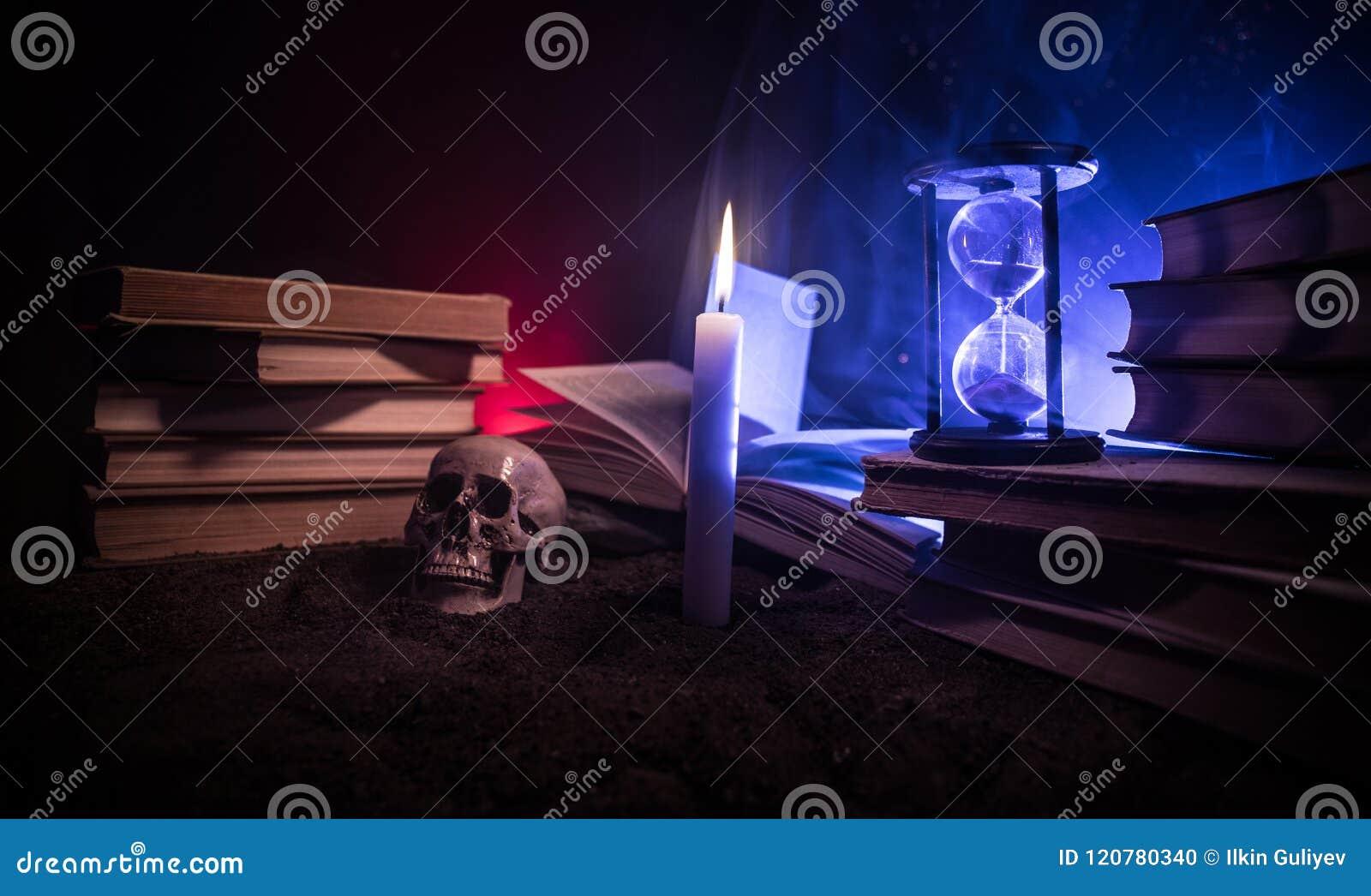 Der Schreibtisch Des Zauberers Ein Schreibtisch Beleuchtet Durch