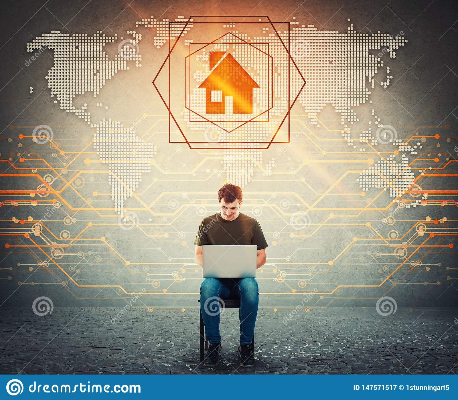 Der Sitzmann, der an Laptop, digital erzeugte Weltkarte der Anzeige, Suche auf seinem Notebook arbeitet, fand einen Hauptplatz al