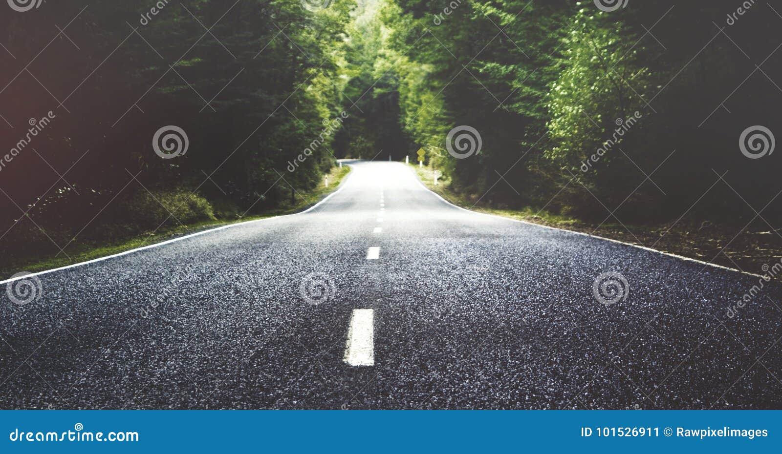 Der Sommer eine Landstraße