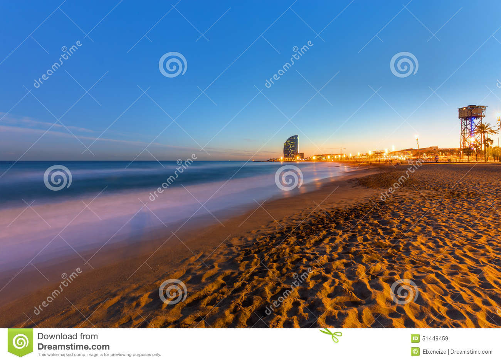 Der Strand Von Barcelona Bei Sonnenuntergang Stockbild Bild Von