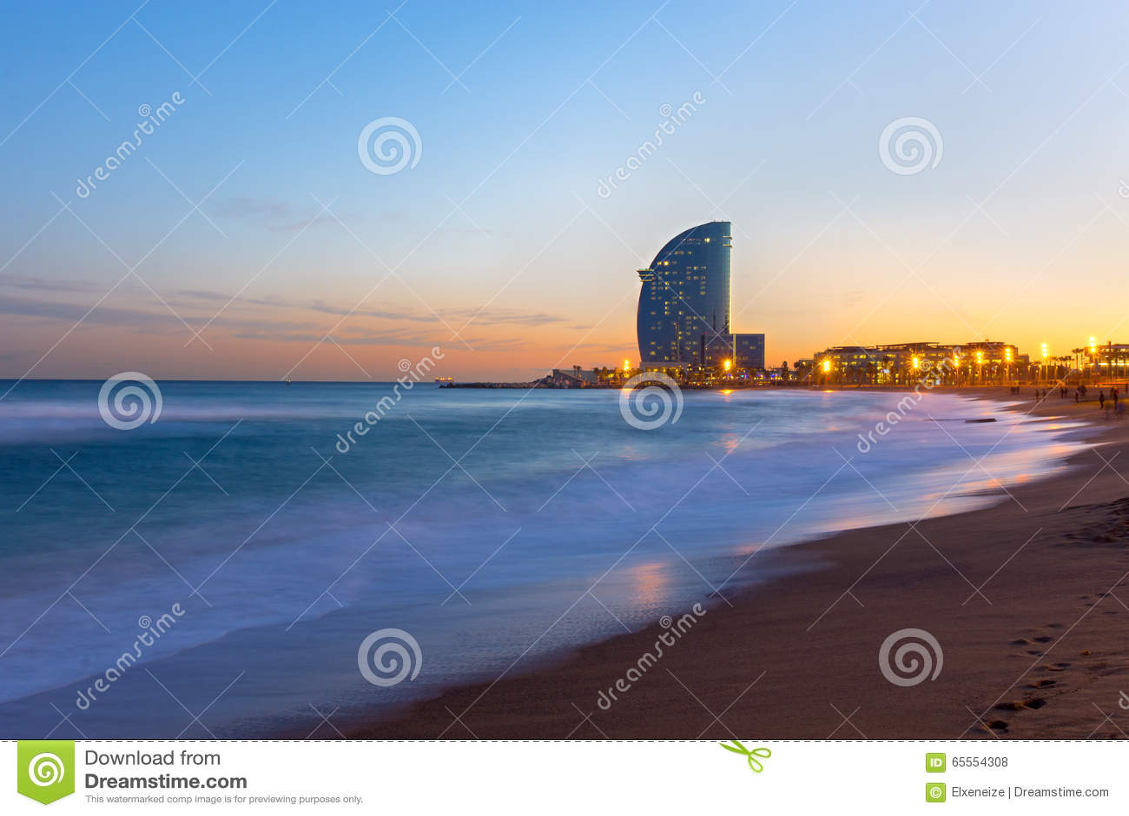 Der Strand Von Barcelona Bei Sonnenuntergang Stockfoto Bild Von