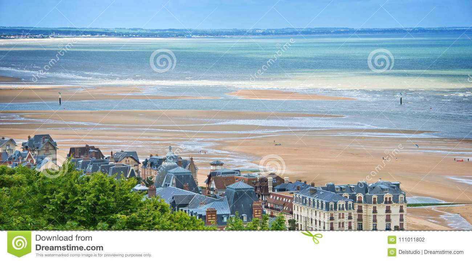 Der Strand Von Houlgate Normandie Frankreich Stockfoto Bild Von Frankreich Houlgate 111011802