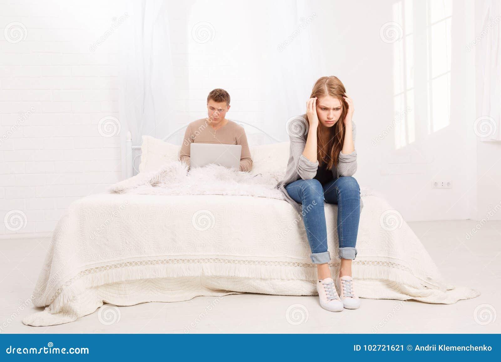Der Streit eines Kerls und des Mädchens