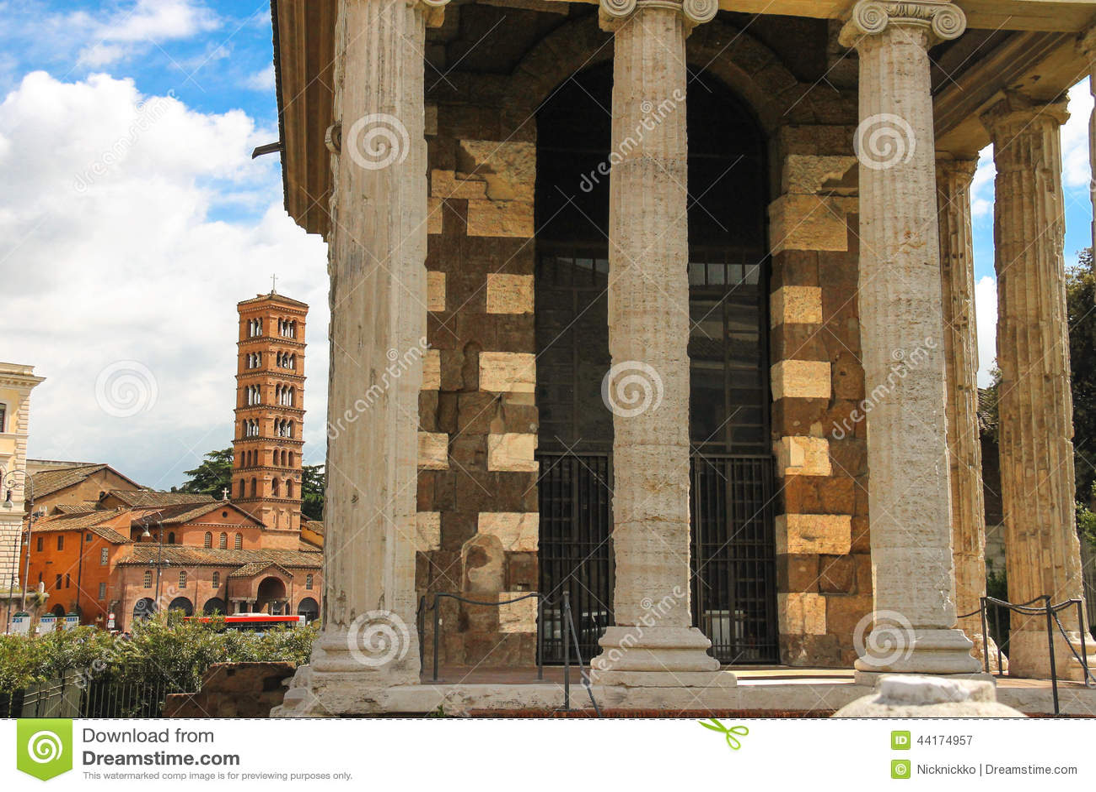 Der Tempel Portun Und Die Kirche Von Santa Maria In
