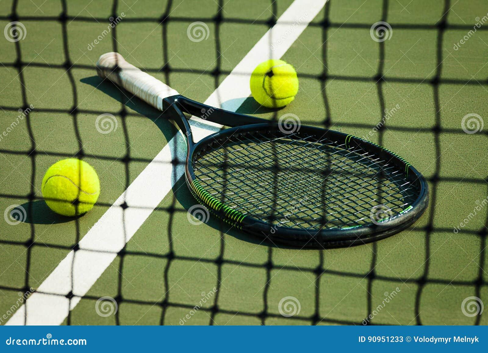 Der Tennisball Auf Einem Tennisplatz Stockbild - Bild von